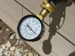 Tallahassee Home Inspector measures water pressure during home inspection